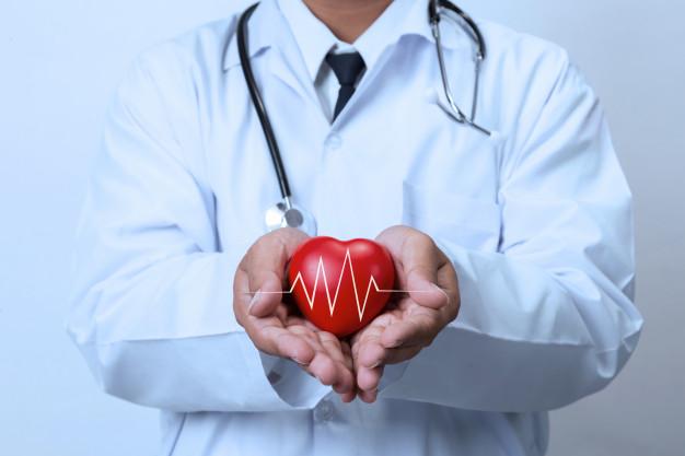 بررسی وظایف و مسئولیت های پزشک متخصص قلب و عروق